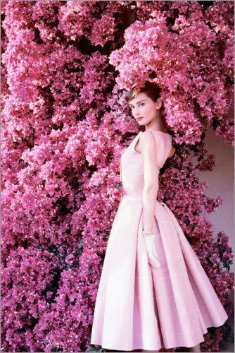 Posterlounge Acrylglasbild 60 x 90 cm: Audrey Hepburn im Abendkleid von Celebrity Collection - Wandbild, Acryl Glasbild, Druck auf Acryl Glas Bild Celebrity Abendkleid
