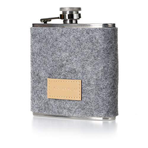 LARS NYSØM Flachmann Spirit I 175ml Hip Flask mit Grauer Hülle aus Filz I Outdoor Flachmann Edelstahl 100{dc38fc0d0f0631d51c5f67d70fffb56caf17b87b811beacacdcb29ee94cf0f7b} Dicht I Trinkflasche Taschenflasche