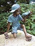 Wasserspeier 'Spielender Junge mit Schildkröte' aus Bronze