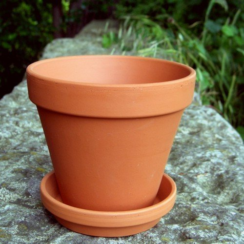traditional-terracotta-plantpots-with-saucers-large-13cm-pack-of-10