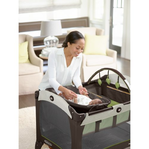Graco Pack 'n Play Playard with Reversible Napper and Changer, Go Green by Graco