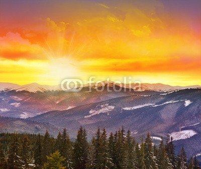 Sunny Beam (adrium Holz-Bild 110 x 90 cm:Majestic Sunset in The Mountains Landscape with Sunny Beams., Bild auf Holz)