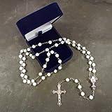 Weiße Runde Kommunion Rosenkranz Glasperlen in eine beflockte Geschenk Box 48 cm Länge