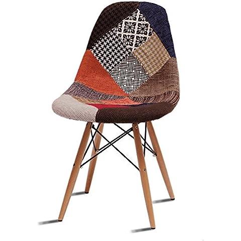 Silla vintage estilo retro tapizado patchwork. Sillón de diseño. Sillón de tela, estilo nórdico. Sillón plástico con patas de madera.