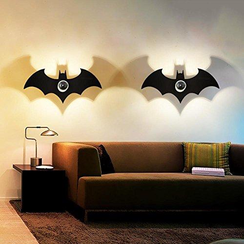 Moderne créative Applique murale Projection Ombre Effet Batman acrylique sculpté Chambre Couloir Lumière LED Ombre Lampe murale simple personnalité lumineux Cartoon Enfants Chambre Lampe de chevet