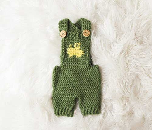 Tractor Overalls Crochet Pattern - All Sizes Newborn Baby through 1-2 Year Toddler Included (English Edition)