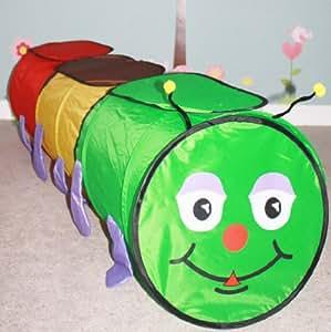 Tunnel Chenille pop up. Panneaux rajoutés au-dessus du tunnel pour extra protection contre les rayons de soleil. Délivré dans un sac de rangement avec poignée.