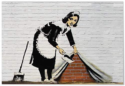 Panorama® Poster Graffiti Banksy Druck Maid Sweeping it Under The Wall 21 x 30 cm | Gedruckt auf qualitativ hochwertigem Poster | Banksy Poster Wohnzimmer | Bilder Schlafzimmer | Dekoration Zuhause