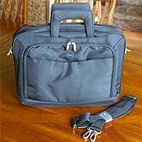 Dell Notebook-Tasche XKYW7, 460-11740 für die Notebook-Modelle XPS, Latitude, Inspiron, Precision, Vostro für Notebooks mit einer Größe von 12-16 Zoll, mit Schultertasche, fabrikneu, in Dell-Verpackung