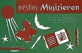 Erstes Musizieren: Kinderlieder und kleine Tänze. 1 oder 2 Blockflöten (Singstimme), Glockenspiel, Xylophon und kleines Schlagwerk (Triangel, Handtrommel). Sing- und Spielpartitur.