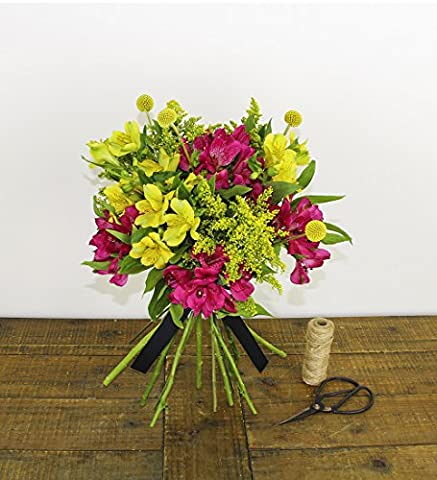 Letterbox Flowers - FREE Handwritten Greeting Card & UK Delivery - Beautiful Bright Gift Bouquet - Send Premium Fresh Flowers By Post - Perfect for Birthdays, Get Well Soon, New Home, Thank You and Sympathy Gifts