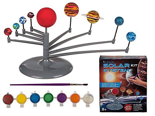 Preisvergleich Produktbild SOLAR SYSTEM - BAUSATZ - Sonnensystem Planetarium Bastelset - 3D Solar System zum Selbst - Zusammenbauen und Selbst - Bemalen - Bastelset besteht aus Aufsteller mit rotierenden Armen / 9 Planeten / Farbpalette und Pinsel - Astronomie - Modell für Kinder - Neu aus dem KAMACA-SHOP
