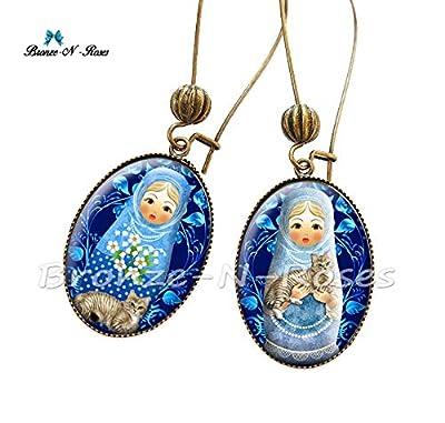 """Boucles d'oreilles"""" Matriochka fleurs bleues et son chat"""" cabochon bijou fantaisie poupées Russes verre"""