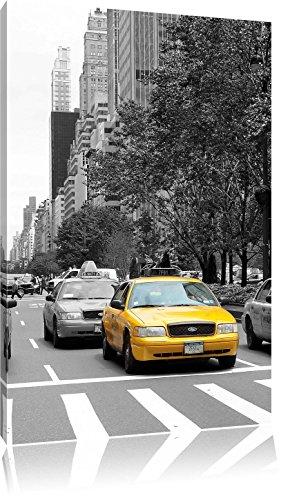 Taxis in New York schwarz/weiß, Format: 40x60 auf hochkantiges Leinwand, XXL riesige Bilder fertig gerahmt mit Keilrahmen, Kunstdruck auf Wandbild mit Rahmen, günstiger als Gemälde oder Ölbild, kein Poster oder Plakat