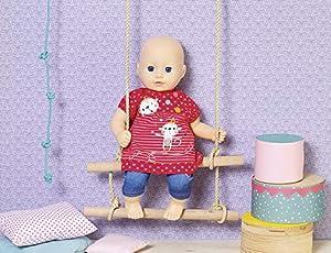 Zapf Creation 870693Dolly Moda Colgador Chen con pantalón 36cm, Rojo, Azul