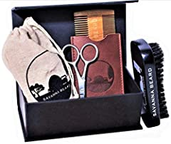 Idea Regalo - Kit per la Cura della Barba Spazzola 100% Setole di Cinghiale Selvatico & Pettine in Legno di Sandalo Verde con Custodia in Pelle Sintetica Forbici in Acciaio Inox Borsa da Viaggio Scatola Elegante