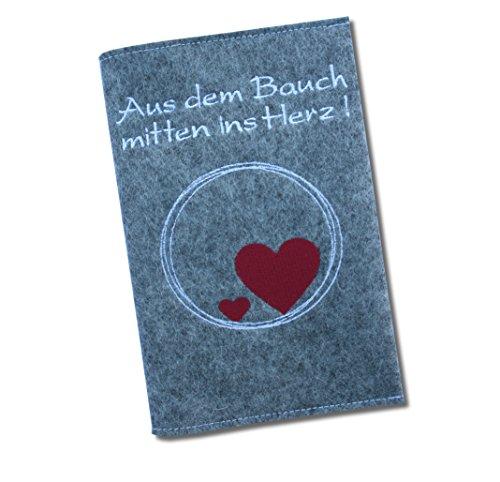 """Mutter-Kind-Pass Hülle Classic """"Aus dem Bauch mitten ins Herz!"""" aus 100% Wollfilz - in deutscher Handarbeit gefertigt - Grau - nur passend für den Mutter-Kind-Pass Österreich! (100% Wollfilz Herz)"""