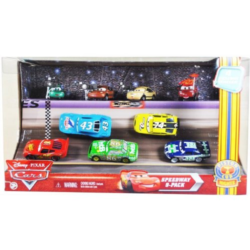 Disney Pixar - T3633 - Cars - Voiture - Speedway 9-Pack - Piston Cup Nights - contient Lighting McQueen #95, The King #43, Chick Hicks #86, Sidwall Shine #74, Clutch Aid #121, Dash Boardman, Houser Boon, Tim Rimmer et Timothy Twostroke
