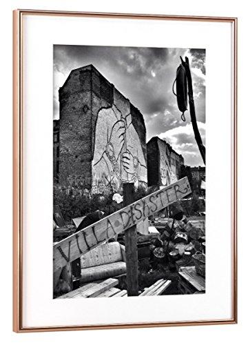 """artboxONE Poster mit Rahmen 60x40 cm """"Villa Desaster"""" von Künstler Torsten Kupke"""