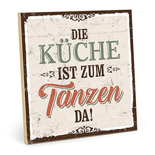 TypeStoff Holzschild mit Spruch - DIE KÜCHE IST ZUM TANZEN DA - im Vintage-Look mit Zitat als Geschenk und Dekoration zum Thema Leben, genießen und Kochen (M - 19,5 x 19,5 cm)