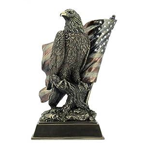 Weißkopfseeadler mit US Flagge Adler Freiheitsstatue Statue of Liberty Figur Skulptur