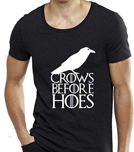 T-shirt cotone fiammato Scollo ampio a taglio vivo - IL TRONO DI SPADE - CROWS BEFORE HOES the game of throne serie tv divertenti humor MADE IN ITALY (L, NERO)