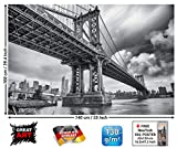 GREAT ART XXL Poster - Manhattan Bridge New York USA - Wandbild Wandbild Skyline City Städteposter Sightseeing Deko Wanddekoration Schwarz-Weiss Foto Motiv Fotoposter (140 x 100 cm)