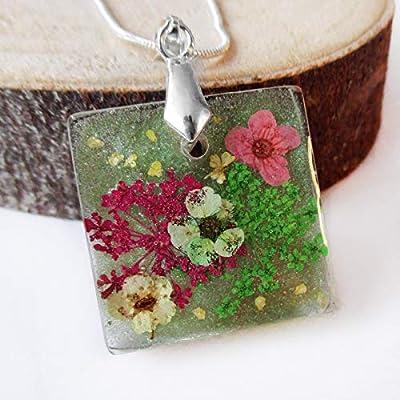Pendentif Sila carré vert en résine fleurie - Bijou fleur nature Collier en résine et fleurs séchées