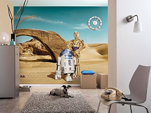 Komar - Fototapete STAR WARS LOST DROIDS - 368 x 254 cm - Tapete, Wand, Dekoration, Wandbelag, Wandbild, Wanddeko, Sand, Wüste, C-3PO, R2D2 - 8-484 (Droid X-fall)