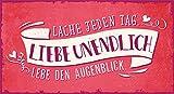 Grafik-Werkstatt 60866 Wand-Schild | Vintage-Art | Lache Jeden Tag. Liebe Unendlich. Lebe den Augenblick | Retro | Nostalgic | Pappschild mit Kordel| Deko-Schild Cardboard, Pappe, Bunt, 22 x 12 cm