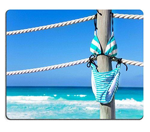Liili Mauspad Naturkautschuk Mousepad Bild-ID: 33590270Schwimmen Anzug zum Aufhängen auf der weiß Seilen von Pier im Sommer Urlaub mit Blue Ocean auf Hintergrund