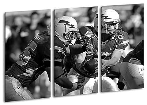 mutige Footballspieler Format: 3-teilig 120x80 Effekt: Schwarz/Weiß als Leinwand, Motiv fertig gerahmt auf Echtholzrahmen, Hochwertiger Digitaldruck mit Rahmen, Kein Poster oder (Michigan Hockey Jersey)
