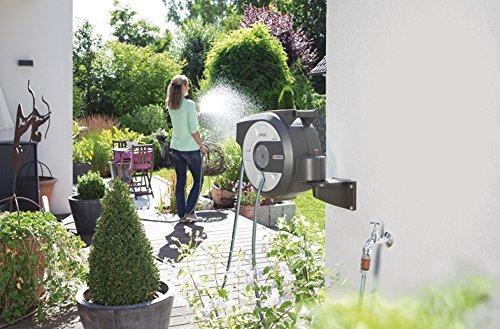 Gardena city gardening Wand-Schlauchbox 15 m: Schlauchaufroller mit 15 m Qualitätsschlauch und Brause, 180° schwenkbar…