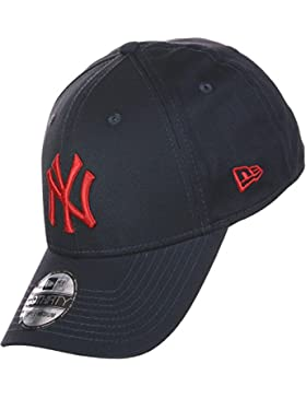 League Essential 3930 New York Yankees