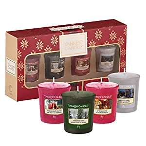 Yankee Candle Gift Set with 4 Scented Votive Candles, Alpine Christmas Collection, Festive Gift Box