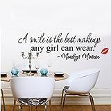 Ein Lächeln ist die beste Make-up Alle Mädchen kann tragen Wandaufkleber Englische Schriftzug von Marilyn Monroe roten Lippen