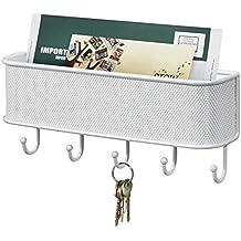mDesign Organizador de correo y colgador de llaves – Soporte de pared con bandeja para cartas y papeles y con ganchos para llaveros – Color: blanco