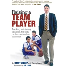 Raising a Team Player: Teaching Kids Lasting Values on the Field, on the Court, and on the Bench (English Edition)