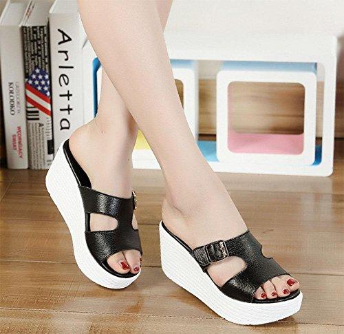 Sandalen weibliche Steigung mit beiläufigen Sandalen Frauen rutschen die Wortmetallschnalle Sandalen und Pantoffel Black