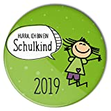 stylebutton Buttons Schulkinder Geschenk zum Schulanfang 2019 / Einschulung 56 mm (#4 Hurra hüpfendes Mädchen grün)