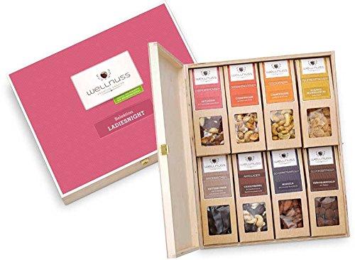 Geschenk für Frauen: 8 Premium Nuss- und Schokoladen-Snacks in der Geschenkbox aus Birkenholz mit der Schmuckverpackung