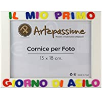 Cornici per foto in legno con la scritta Il Mio Primo Giorno Di Asilo, da appoggiare o appendere, misura 13x18 cm Bianca. Ideale per regalo e ricordo.