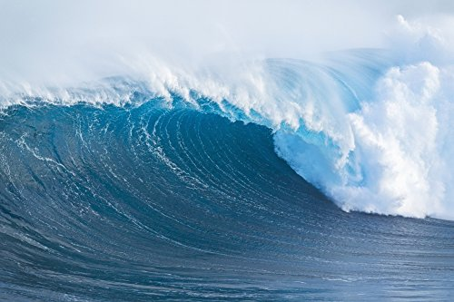 The Poster Corp MakenaStockMedia/Design Pics - Hawaii Maui Peahi Giant Wave Breaking at Jaws Photo Print (48,26 x 30,48 cm)