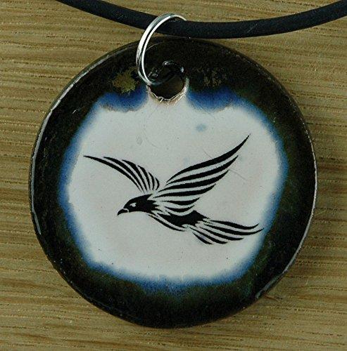 Echtes Kunsthandwerk: Hübscher Keramik Anhänger mit einem fliegenden Vogel; Tattoo, abstrakt