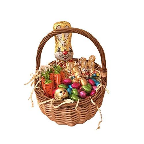 Caza del huevo de Pascua en una cesta de...