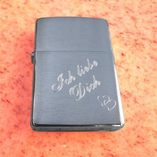 Zippo : Original Brush Chrom Zippo: Klassisches Sturmfeuerzeug mit SOFORTGRAVUR + VORSCHAU: Ich liebe Dich auf der Vorderseite + auf der Rückseite: Vorname oder Datum