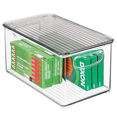 mDesign Aufbewahrungsbox mit Deckel - stapelbare Aufbewahrung für Küchen-, Badezimmer- oder Büroutensilien - Kunststoffbox für die Schreibtischablage - durchsichtig/rauchgrau