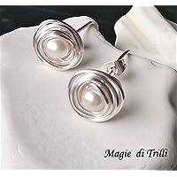 Magie di Trilli - Orecchini artigianali donna a perno in filo argento con perla - Idea regalo