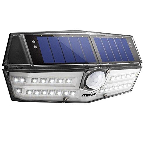 Cabeza Sensora Gran Angular de 120 ° 1) Equipado con un cabezal sensitivo deángulo amplio sensible a 120 °, la luz de movimiento Mpow Solar puede detectarmovimiento de 3 a 8 metros (10-26 pies) con un ángulo de hasta 120 °. 2) La luz fuerte dura apro...