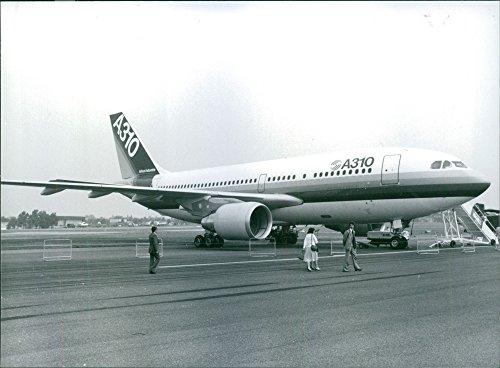vintage-photo-of-the-european-airbus-a310-on-show-at-the-1982-farnborough-international-air-show-198
